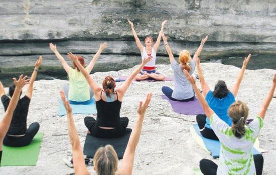 Апрель — месяц йоги в Турции: места и даты проведения главных практик
